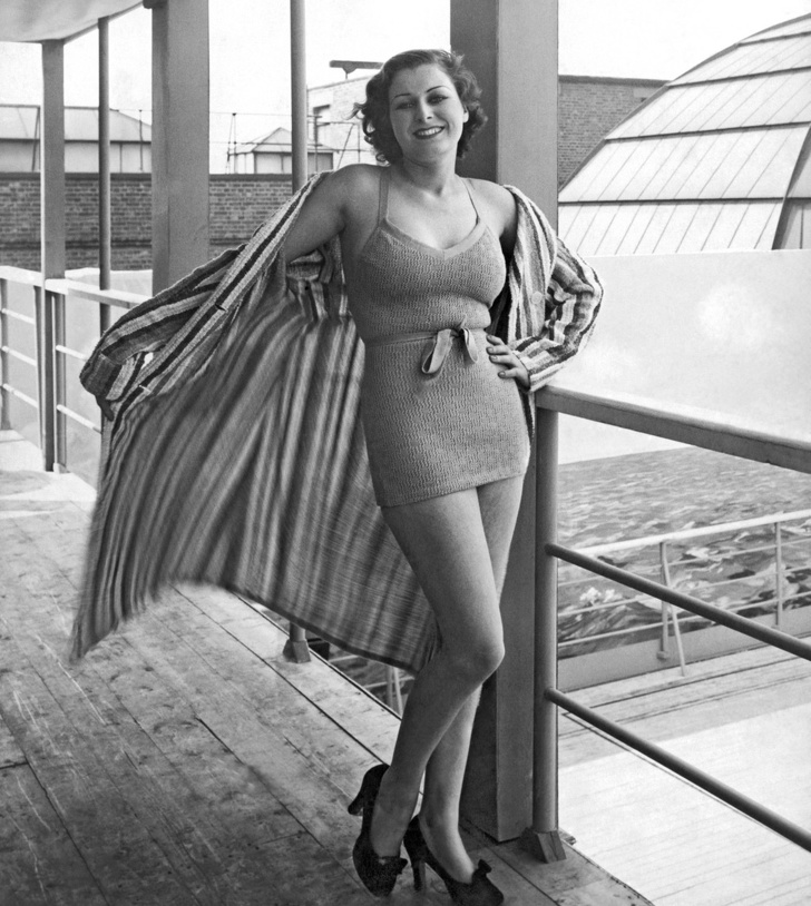 women-swimwear-30s